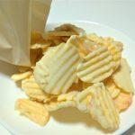 ほのかなチーズの味と酸味がおいしい、ロイズ『ポテトチップチョコレート フロマージュブラン』